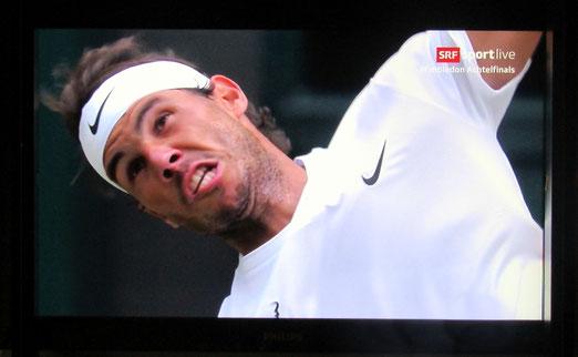 10. Juli 2018 - Mein Sportleben in Wimbledon. Andere mühen sich für mich ab ab! (Screenshot SRF)