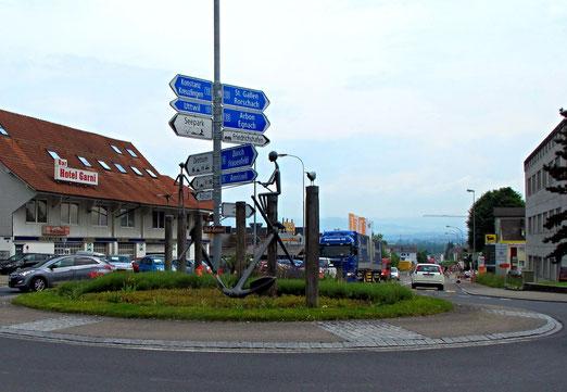 Kreisel in Romanshorn (Hub) - Verkehrswirrwarr (Foto: Peter Züllig, Bubikon)