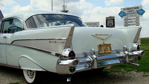 In Odell, an der Gasoline-Station, treffen wir ein älteres Ehepaar mit Limousine der 1930er Jahr