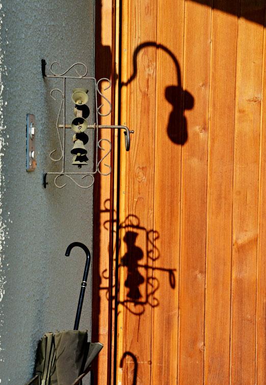 04. September 2020 - Schatten an der Haustür