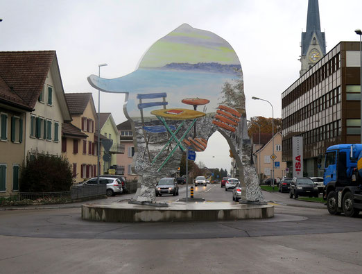 Kreisel an der Weinfeldstrasse Amriswil                        (Foto: Peter Züllig)
