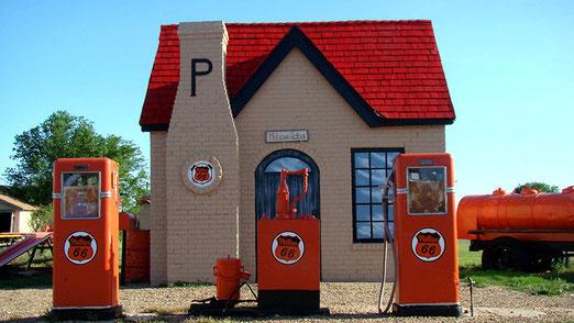 Schöne, restaurierte Philipps-Gas Station