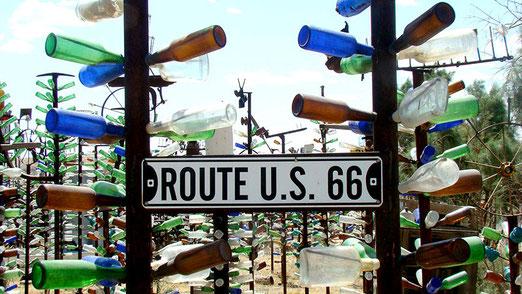 Helendale (California):  Elmar Longs berühmte Route 66 Attraktion: Faszinierende Flaschenbäume