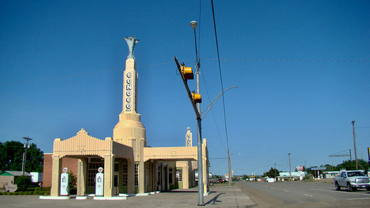 Shamrock: Die Conoco-Tankstelle mit Café (auch Tower-Café genannt) gilt als Route 66 Touristen-Attraktion
