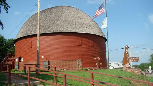 """Die """"Round Barn"""" (Rundscheune) von Arcadia ist eine der wenigen historischen Scheunen die erhalten blieben"""