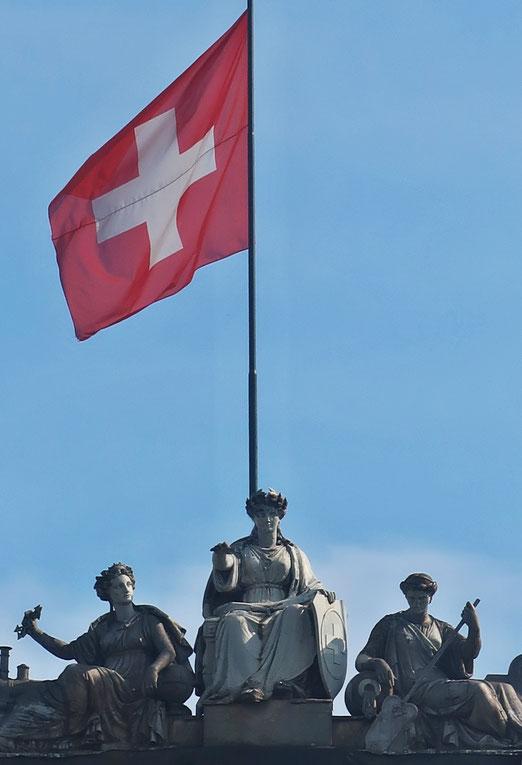 05. Juli 2018 - Helvetia und die Schweizerfahne, mit den Wurzeln direkt im Kopf