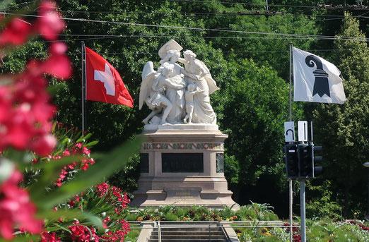 19 Juni 2017 - Strassburger Denkmal auf dem Centralplatz in Basel. An was oder wen soll es erinnern?