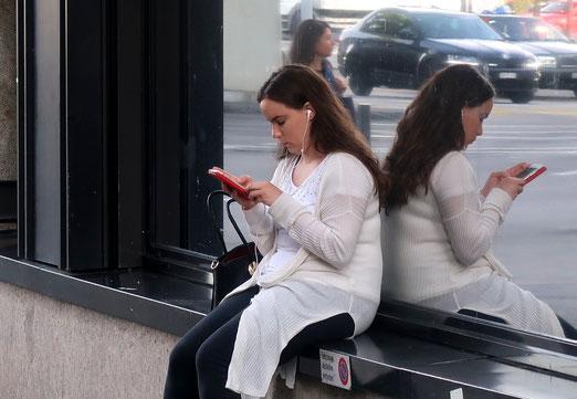 19. August 2017 - Versunken im Smartphone