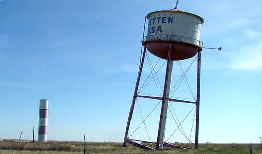 Groom, Texas: Der zur Seite geneigte Wasserturm dient nur noch als Touristen-Attraktion