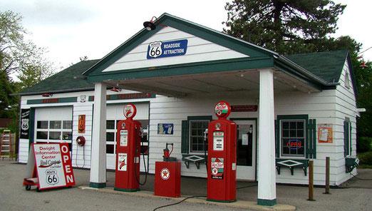 Dwight: Alte Tankstelle, sehr liebevoll restauriert. Anziehungspunkt aller Route 66-Fahrer