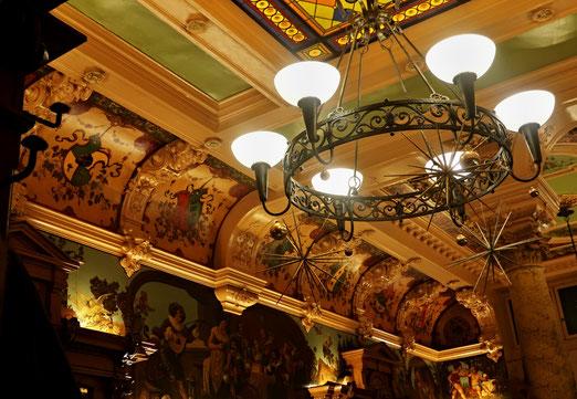 22. Dezmber 2019 - Einst Bierhalle, heute gepflegtes Restaurant, noch so wie es 1888 ausgeschmückt wurde, im Stil einer Münchner Bierhalle jener Zeit.