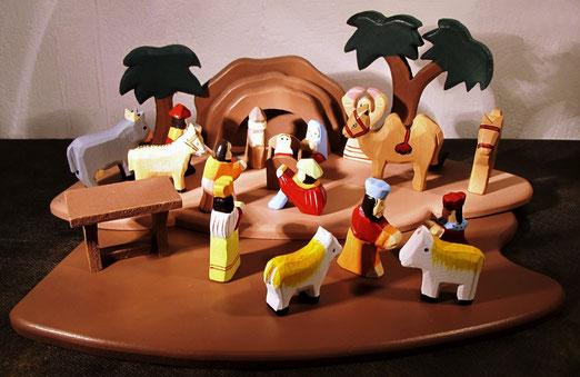 6. - Schweiz. Stellkrippe für Kleinkinder. Spielfiguren ohne Kanten und mit biologische Farben