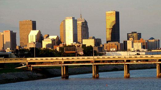 Bald können wir über den Oklahoma-River hinweg nur noch die Silhouette der Stadt sehen