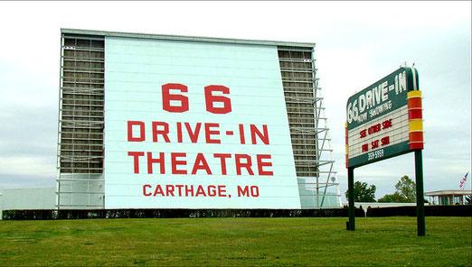 In Europa fast unbekannt - Ein Drive-In Theatre (Ein Autokino) ausserhalb von Carthage