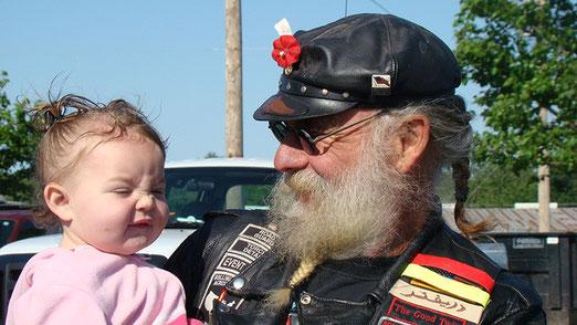 Generationenvertrag? - Die Altrockers treten mit Kind und Kegeln auf