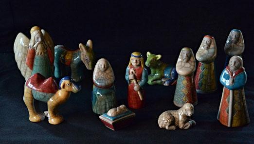 9. Dezember - Afrikanische Krippenfiguren (Raku-Keramik - Raku Pottery Nativity).12-teilig, aufrechte Figuren ca. 10cm