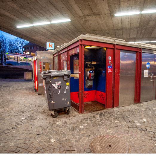 Zürichs Telefonkabinen auf der Spur. Foto aus dem Buch von Oliver Jäschke