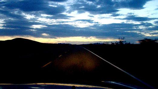 Unvergessen die 50km-Nachtfahrt durch die Mojave-Wüste nach Ludlow fast ohne Benzin! (Nervenflattern bei mir)