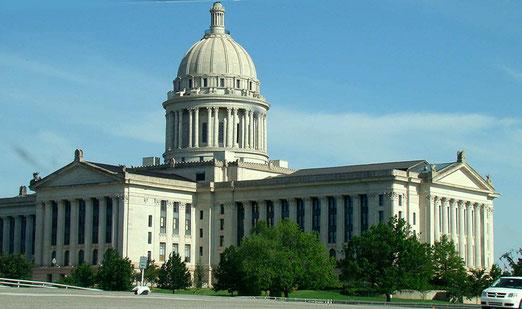 Wir ziehen weiter am Capitol Oklahoma's vorbei und verlassen die Stadt
