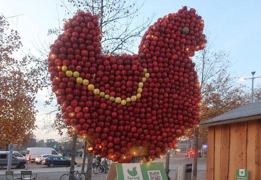 20. November 2019 - Afelhuhn - auf dass daraus mehr Apfelsaft,  Apfelmus oder -strudel wird