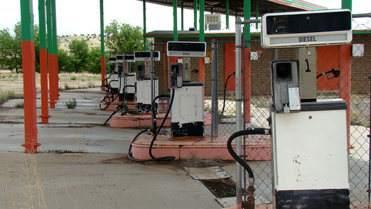 Die Tankstelle in Ash Fork (Capital of U.S.A.) ist ausser Betrieb. Hauptstadt der USA!