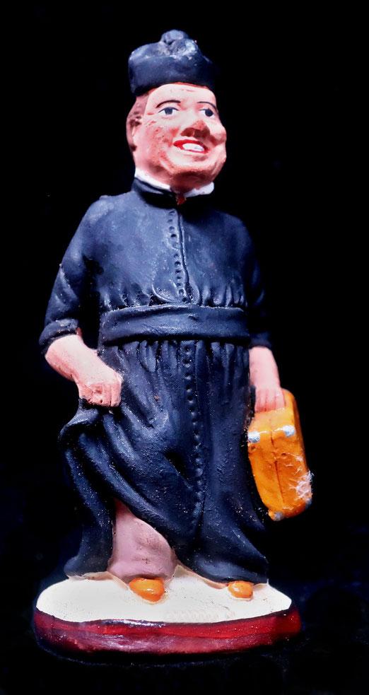 """26. Februar 2021 - Sein """"Grinsen"""" ist weltberühmt, ein Stück Filmgeschichte.Don Camillo, der legendäre Dorfpfarrer, dargestellt von Fernandel, starb heute vor fünfzig Jahren und lebt als Santons (Krippenfigur) in provenzalischen Krippen weiter."""