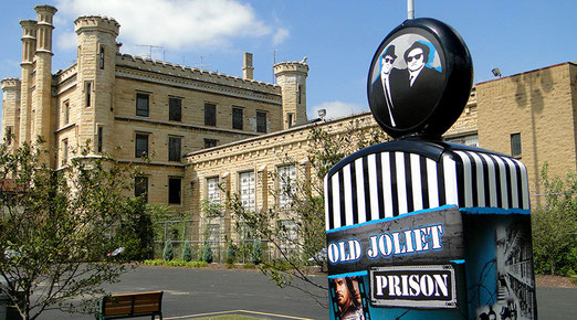 Bild 014 - Ueber den Les Plains-River nach Joliet (Stadt mit 150000 Einwohnern.) -In Joliet besuchen wir das stillgelegte, alte Gefängnis. - Warum ?