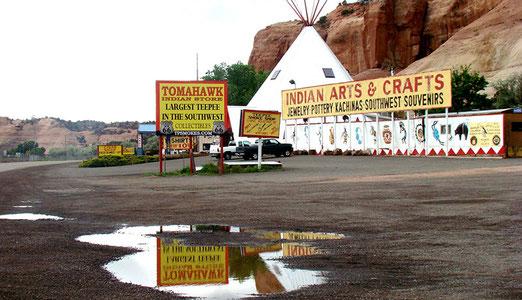 New Mexico liegt hinter uns; der Bundesstaat ARIZONA ist erreicht. Vereinzelte Wassertümpel zeugen noch vom vorübergezogenen Unwetter.
