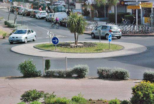 Centre Cap d'Agde, Südfrankreich - Es gibt auch phantasielose Kreisel (Foto: Peter Züllig, Bubikon)