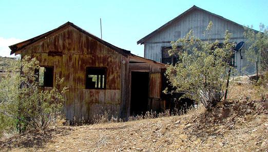 Verlassene Goldgräber-Behausungen