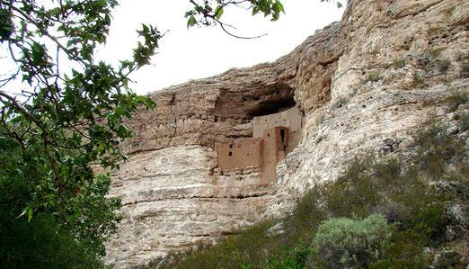 Montezumas Castle (National Monument). Felsenbehausung der Sinagua-Indianer. Erbaut im 12. Jahrhundert.