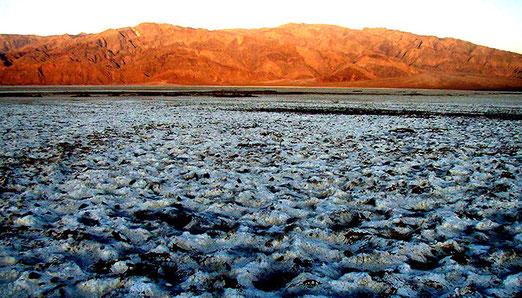 Tag 21 ist unser Tag der Gegensätze / Death Valley = Kahle Wüste, später Tollhaus LAS VEGAS