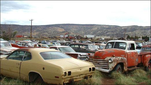 Verlassene Autofriedhöfe längs der Route 66 - Eine fast alltägliche Beobachtung