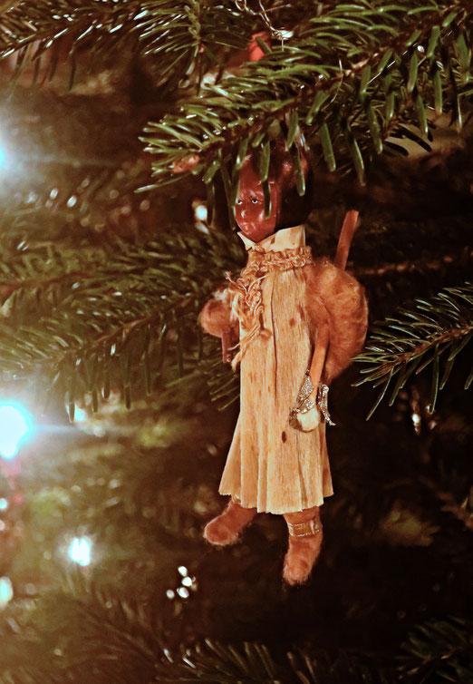 27. Dezember 2020 - Politisch unkorrekter Christbaumschmuck. Seit mehr als hundert Jahren tritt er jedes Jahr an Weihnachten auf.