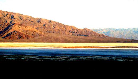 Erstes Licht im Death Valley, morgens um 5 Uhr 30. - Anfahrt zum Zabriskie Point