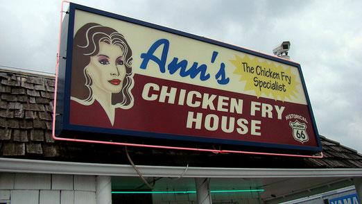 Nachtessen in Ann's Chicken Fry House - Gebaut 1948 als Tankstelle, wurde 1966 umgebaut in ein Restaurant.