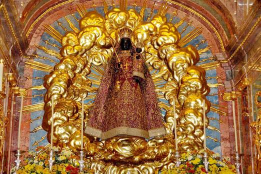 Die schwarze Madonna im Barockkloster von Einsiedeln (Schweiz)         (Foto: Kloster Einsiedeln)