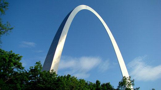 Das eigentliche Wahrzeichen von St. Louis ist der Gateway Arch (192 m hoch, vom finnischen Architekten Saarinen)