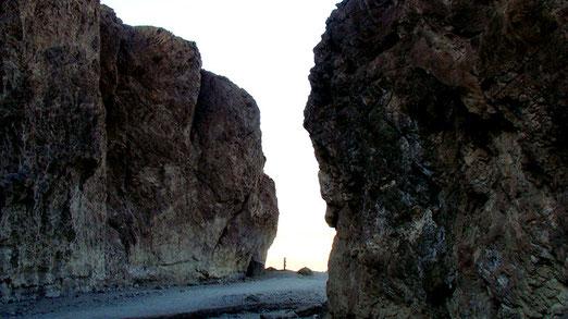 Unser Entdeckungsdrang verführt uns in den Golden Canyon einzudringen.