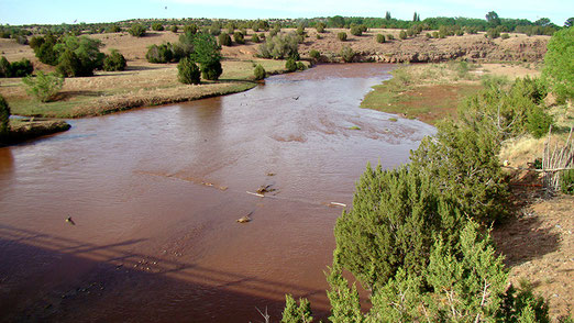 Das schmutzigbraune Wasser des Rio Pecos (Auch diesen Fluss hat Karl May beschrieben, obwohl er ihn nie gesehen hat)