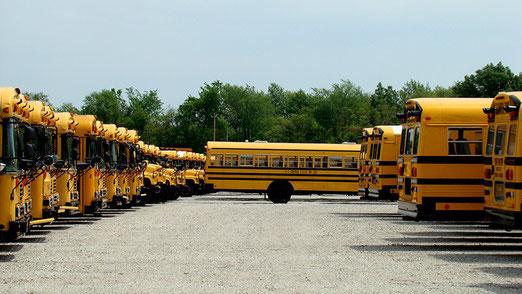 Es ist Sonntag - Die Schulbusse haben ihren Betrieb eingestellt. (In den USA hat alles andere Dimensionen)