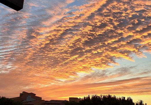 28. Juni 2021 - Himmel über Frankreich. Am Morgen darnach. Schämt er sich oder freut er sich gar über die Schweiz?