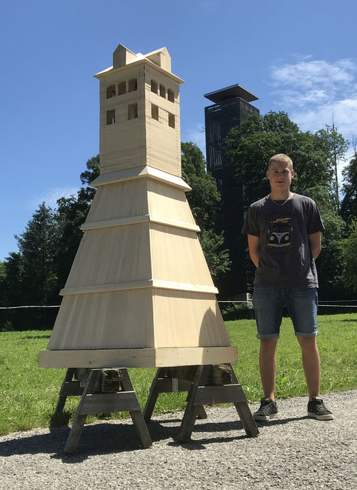 David Wolfer mit dem Modell des ehemaligen Napoleonturms