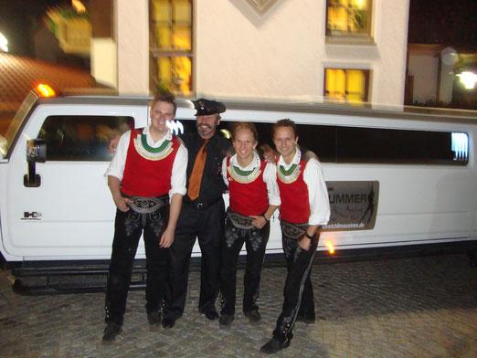 """""""Die jungen Zillertaler""""  On Tour mit Hummer 2 - Stretchlimousine in Niederbayern"""