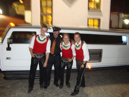 """""""Die jungen Zillertaler""""aus Österreich  On Tour mit Hummer 2 - Stretchlimousine in Niederbayern"""