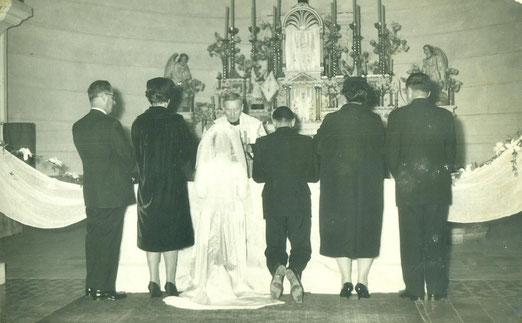Gladys y Daniel; al fondo Altar Mayor de la Iglesia Salesianos.