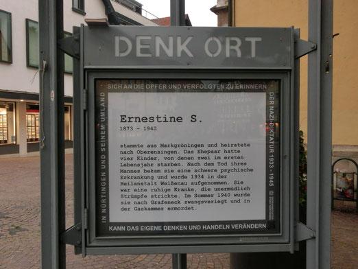 DenkOrt Nürtingen, Erinnerung derzeit an Ernestine S., Foto: Anne Schaude, kann größer geklickt werden.