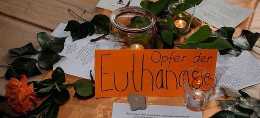 """Erinnerung an die Nürtinger """"Euthanasie""""-Opfer, gestaltet von Schülerinnen des Max-Planck-Gymnasiums Nürtingen, Foto: Manuel Werner"""