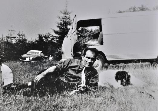"""""""Meinen Vater zog es immer auf die Alb. Da sind sie früher oft gewesen!"""". Anton Reinhardt bei Neuffen, sonntäglicher Ausflug, Mitte der 60er-Jahre, Foto (Ausschnitt): privat, alle Rechte vorbehalten!"""