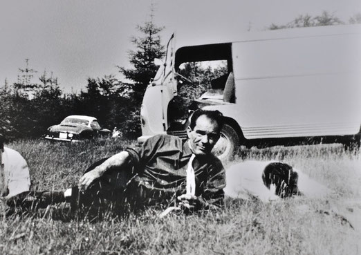 """""""Meinen Vater zog es immer auf die Alb. Da sind sie früher oft gewesen!"""". Anton Reinhardt bei Neuffen, sonntäglicher Ausflug, Mitte der 60er-Jahre, Foto: privat, alle Rechte vorbehalten!"""